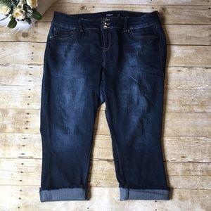 Torrid Dark Wash Capris Size 18